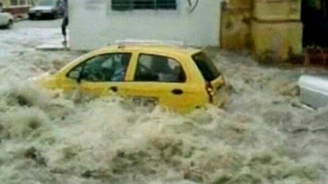 """""""Przeklęta La Niña"""" gnębi Kolumbię. Prezydent ma dość powodzi"""